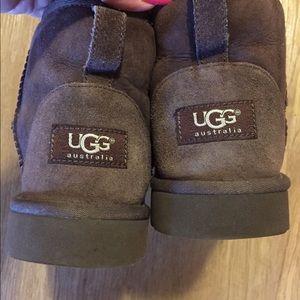 UGG Australia Eva Short Brown Boots. Size 5